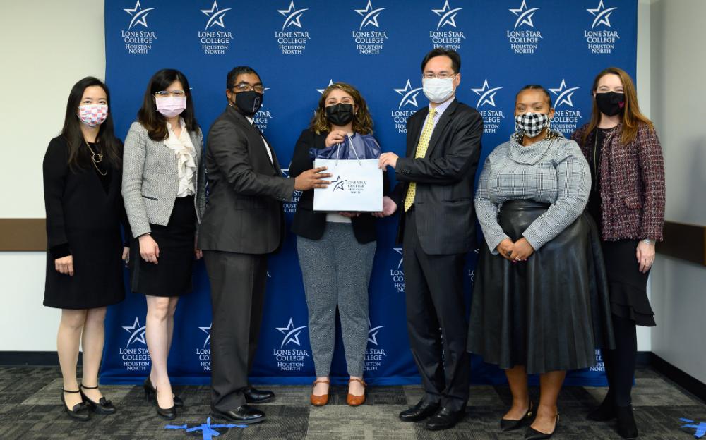 駐休士頓台北經濟文化辦事處捐贈 筆電協助受疫情衝擊的教育學習