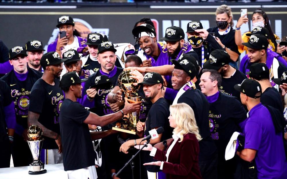 洛杉矶湖人队主宰热火队    第17次获得NBA总冠军