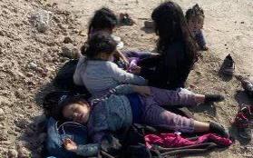 邊境危機:5名女童在德克薩斯州美墨邊境的河邊被非法移民遺棄