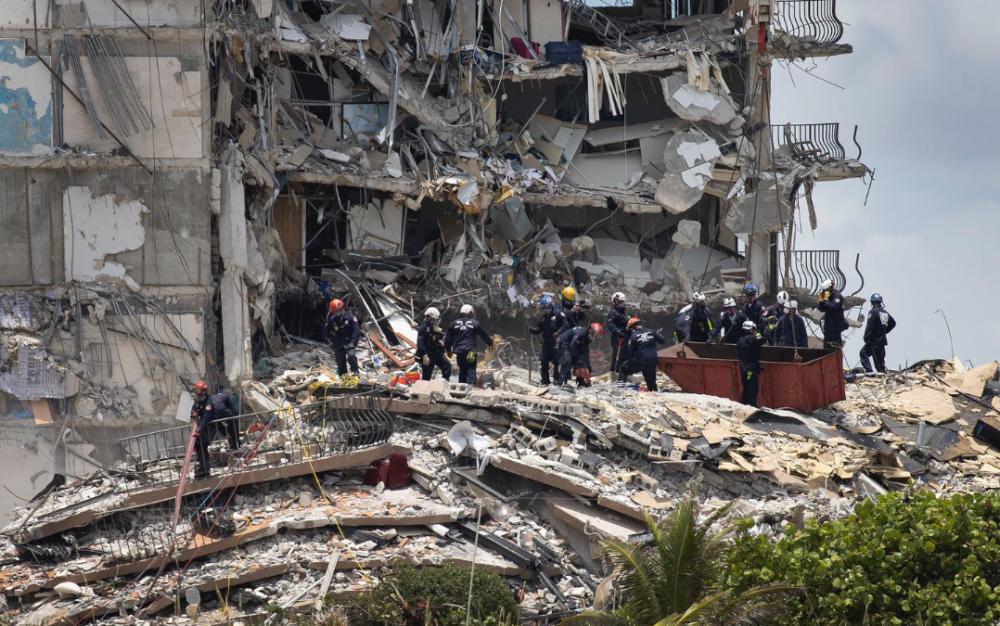 佛州建築物倒塌的搜救速度太慢令失蹤人士的家庭成員感到沮喪