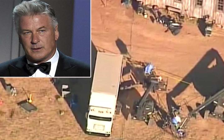 拍電影演悲劇    鮑德溫在片場開道具槍    導致攝影師死亡和導演受傷