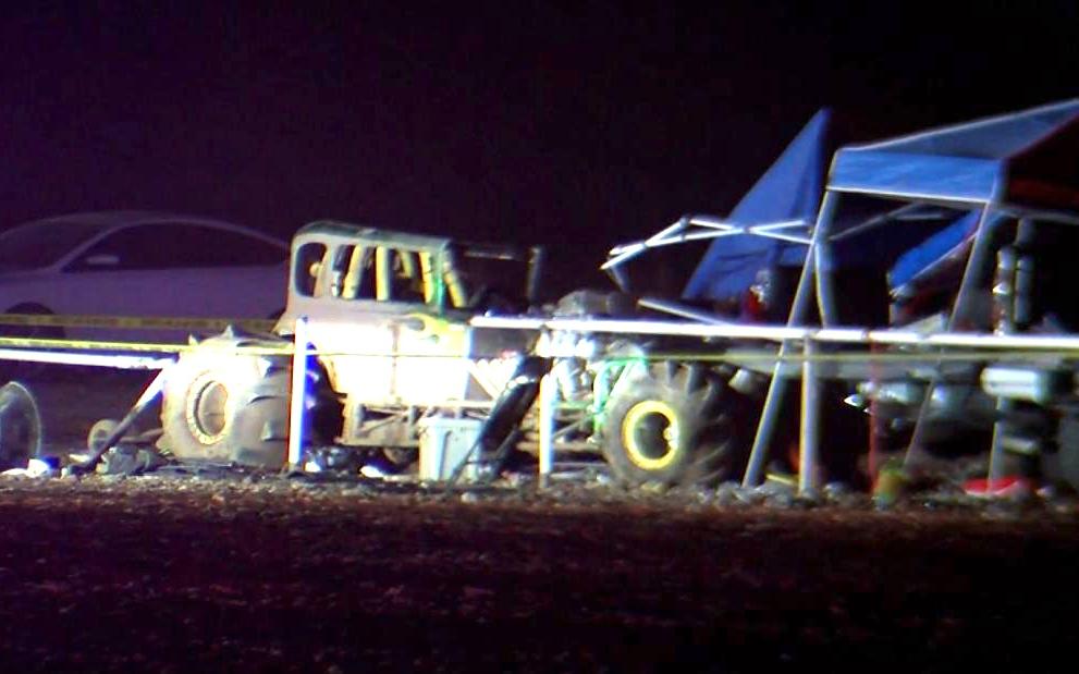 一輛賽車從德克薩斯州泥濘賽道沖入人群  至少有 8 人受傷入院