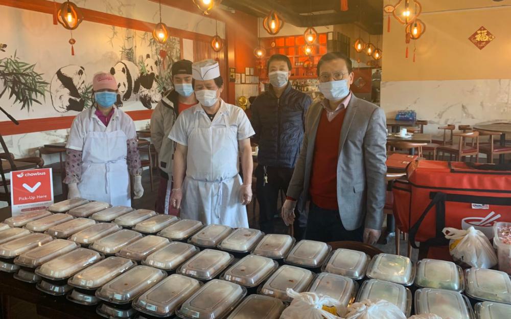 """休士頓幾大華裔組織將在五月份的亞裔傳統月, 特別聯手舉辦""""送餐一萬份,致敬一線英雄""""的活動"""