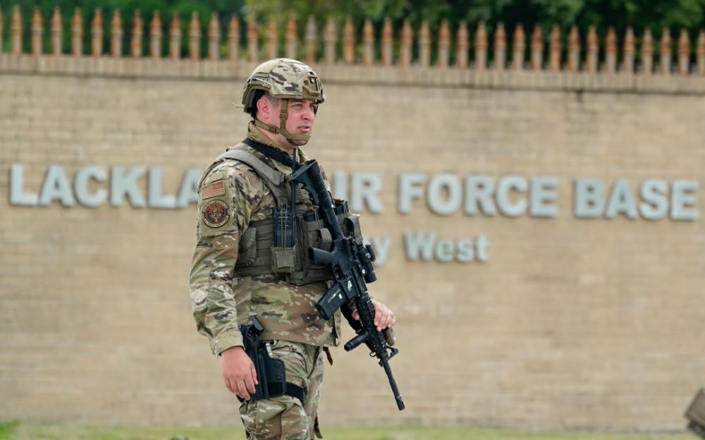 德克薩斯空軍基地發生槍擊事件    當局正在尋找嫌疑人