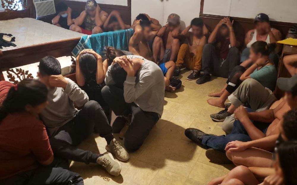 """美墨邊境危機持續    當局在德州邊境關閉非法移民的""""藏身屋"""""""