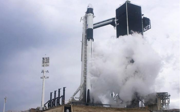 休斯頓抗議活動200人被捕 & SpaceX飛船發射網上現場看