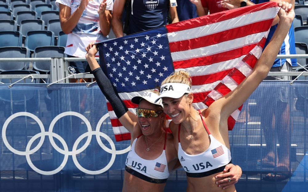 美國女將羅斯和克萊曼獲東京奧運會沙灘排球金牌