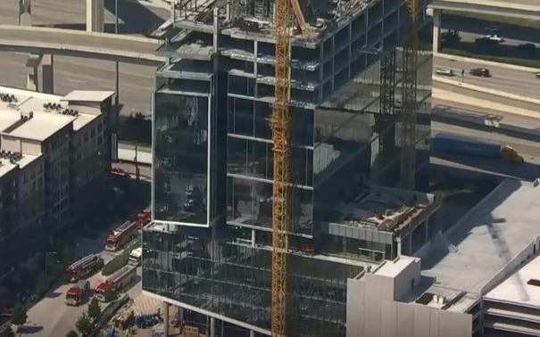休斯頓石油公司施工建築崩塌釀3死,憂二次坍塌,救援無法展開