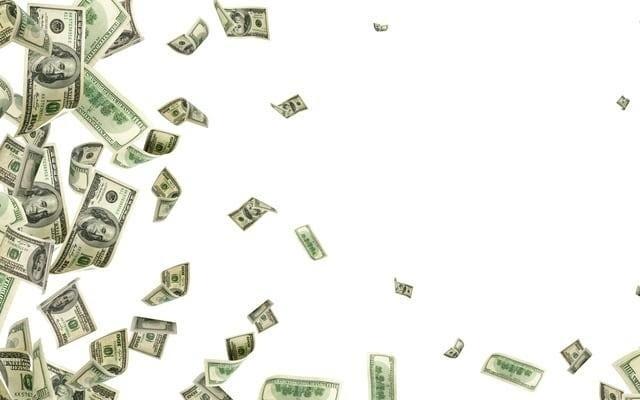 新法案將給美國人每月兩千元 直到冠狀病毒結束為止 眾議院議長佩洛西和其他議員支持每月兩千美元的經常性款