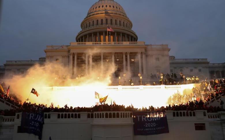 休城警察參與國會山爆亂,慘遭停職