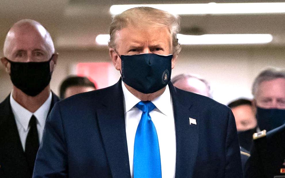 特朗普總統終于首次戴著口罩露面訪問國家軍事醫學中心