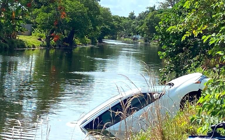 迈阿密戴德警方发现用于大规模枪击案的SUV被淹没在运河中    枪手逃走