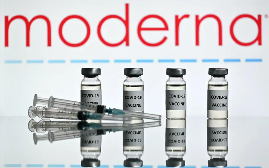 有效率94.5% PK 70%  您愿接种美国疫苗还是英国疫苗?