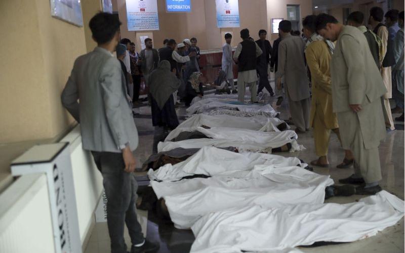 在ISIS 恐怖襲擊炸死 100 多人後,喀布爾機場人員撤離仍在進行