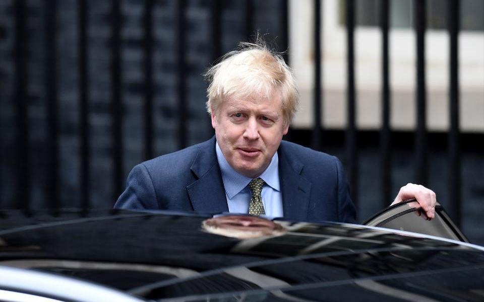 英國首相鮑裏斯·約翰遜因冠狀病毒症狀繼續存在而入院
