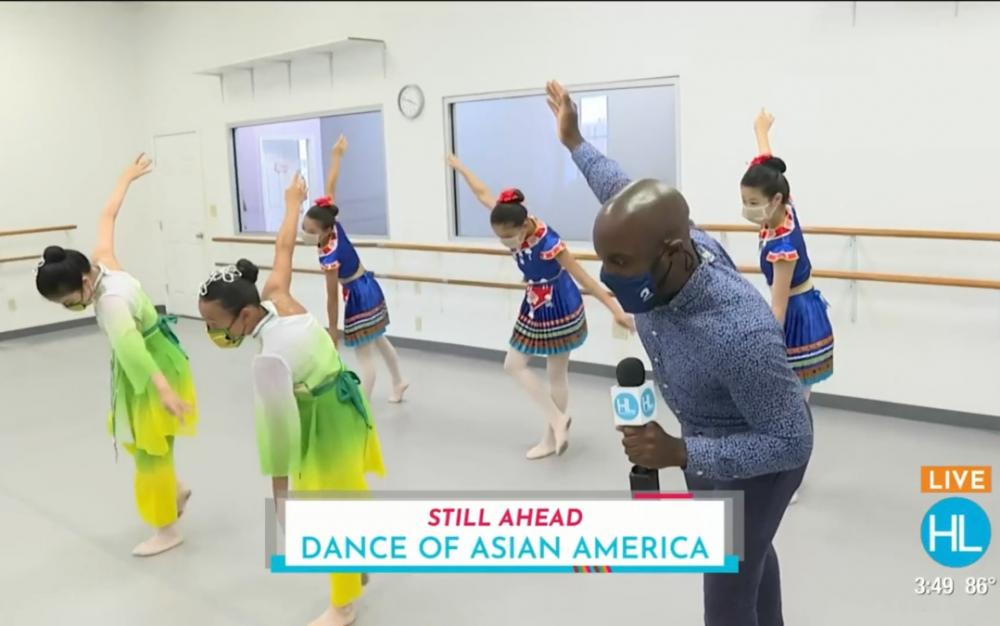 亞太裔傳統文化月  電視台采訪亞美舞蹈學校  洋記者現場模仿中國民族舞蹈
