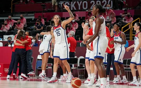 美国女篮身高马大技艺超群  东奥会暴打日本第七次夺金再登世界之巅