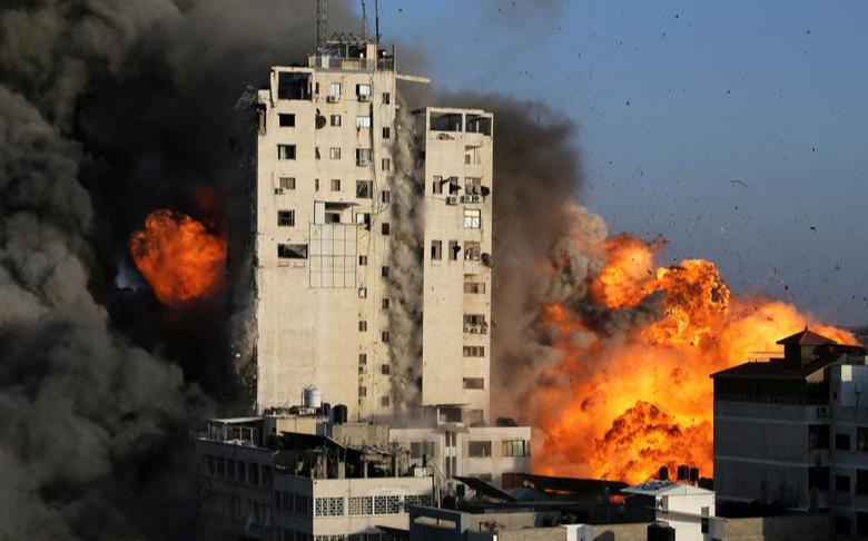 以色列轟擊加薩大樓 美聯社等媒體辦公室遭攻擊倒塌