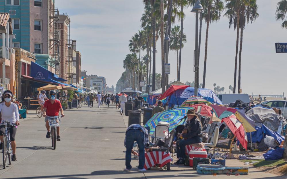 洛杉矶威尼斯居民因大規模無家可歸的營地、槍擊、刺傷而感到崩潰