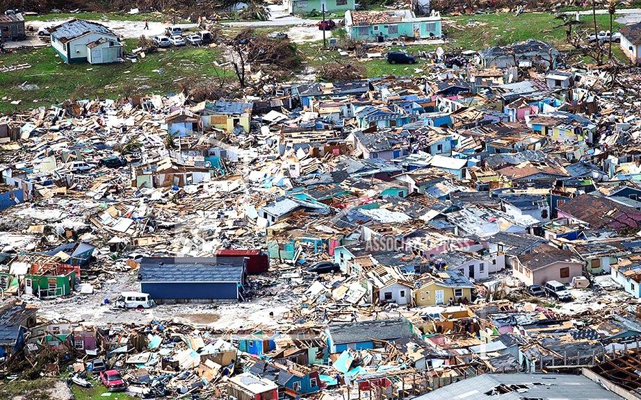 勞拉飓風狂襲路易斯安那州查爾斯湖市   該市承受毀滅性打擊