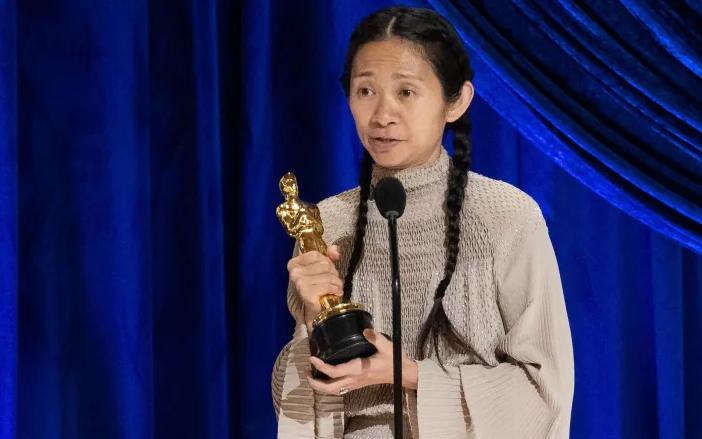 華裔趙婷憑《無依之地》斬獲奧斯卡最佳導演獎