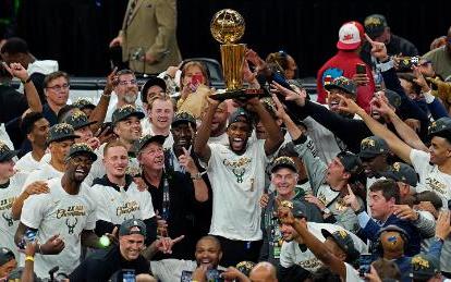 字母哥狂砍50分持平總決賽最高紀錄    雄鹿隊贏得NBA總冠軍