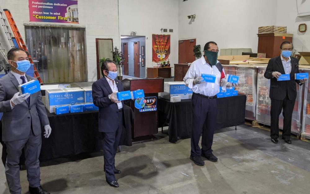 美南新聞集團與國會議員艾爾·格林,攜手捐一萬口罩給休斯頓市