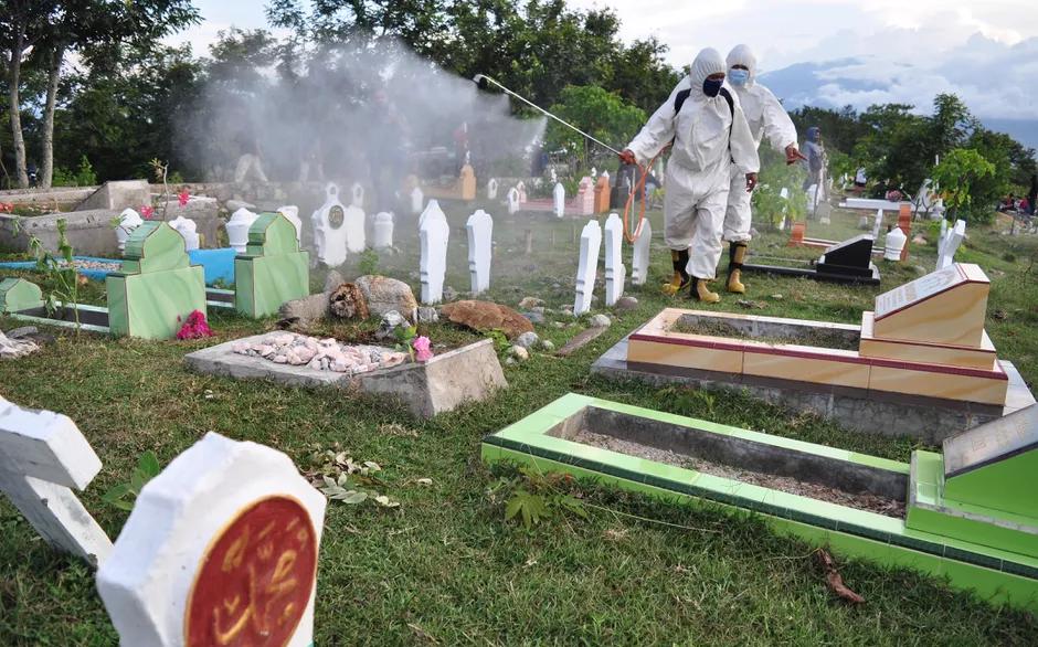 全球新冠病例死亡人数超过300万人