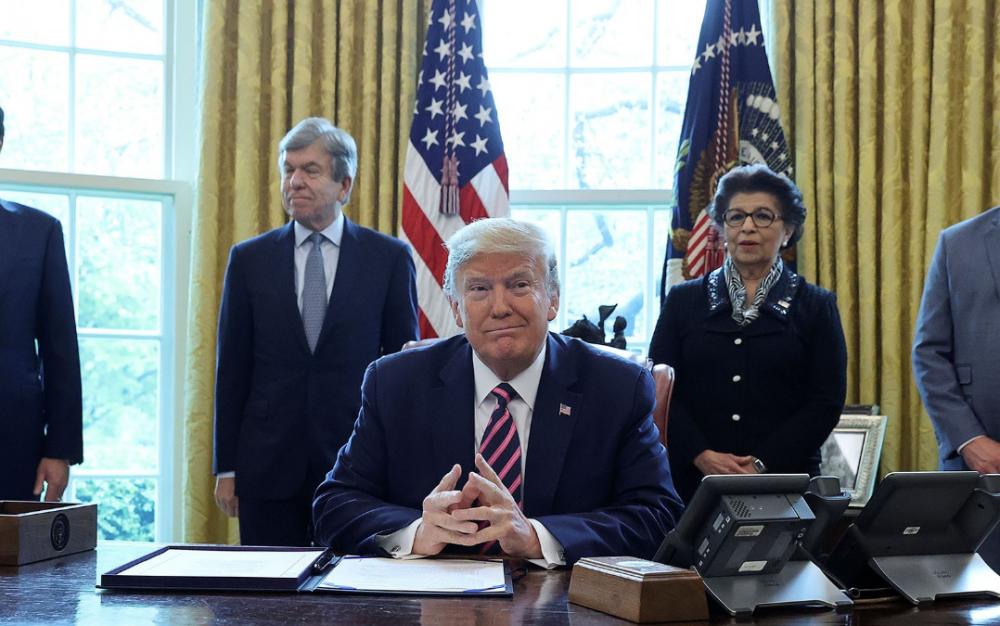 總統川普簽署4840億法案,援助中小企業、醫院