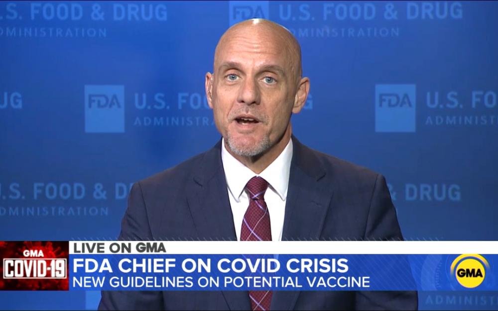 """FDA局長說,美國""""有望在今年年底或明年年初之前接種疫苗"""""""