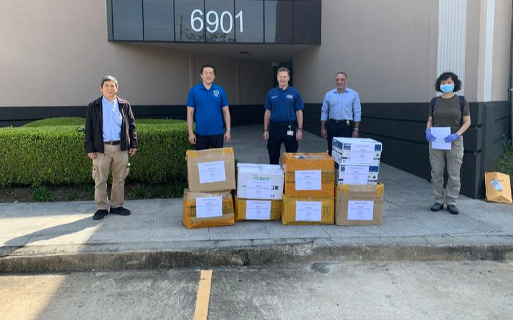 休斯頓清華校友為休斯頓市政府等捐贈醫護物資
