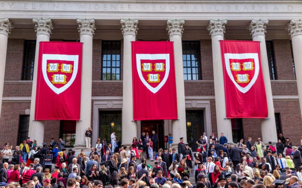 哈佛大学和麻省理工学院起诉联邦政府封锁国际学生的ICE规则