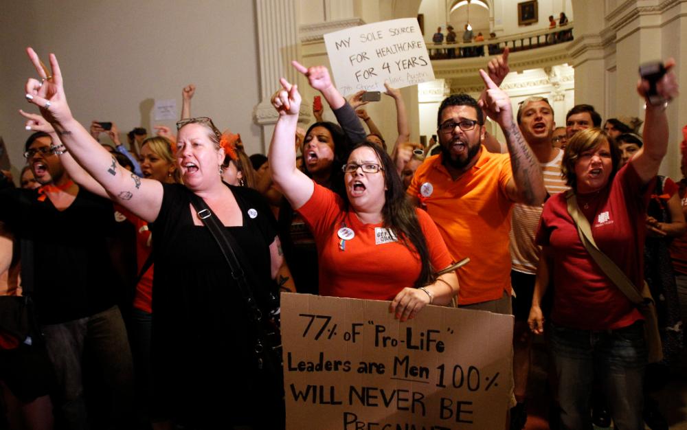 德州心跳法未被攔下 民眾赴保守派大法官家外抗議