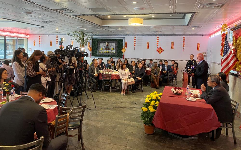 美联邦众议员艾尔·格林与蔡伟总领事共同举行午餐会 消除新冠肺炎对中国城商贸的负面影响