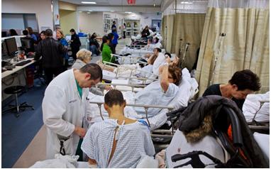 疫情兇猛18日全美25萬人死亡為全球最高 醫院不堪負荷 疫情形勢惡化時社交隔離與防疫限制措施仍是遏制病毒的主要工具