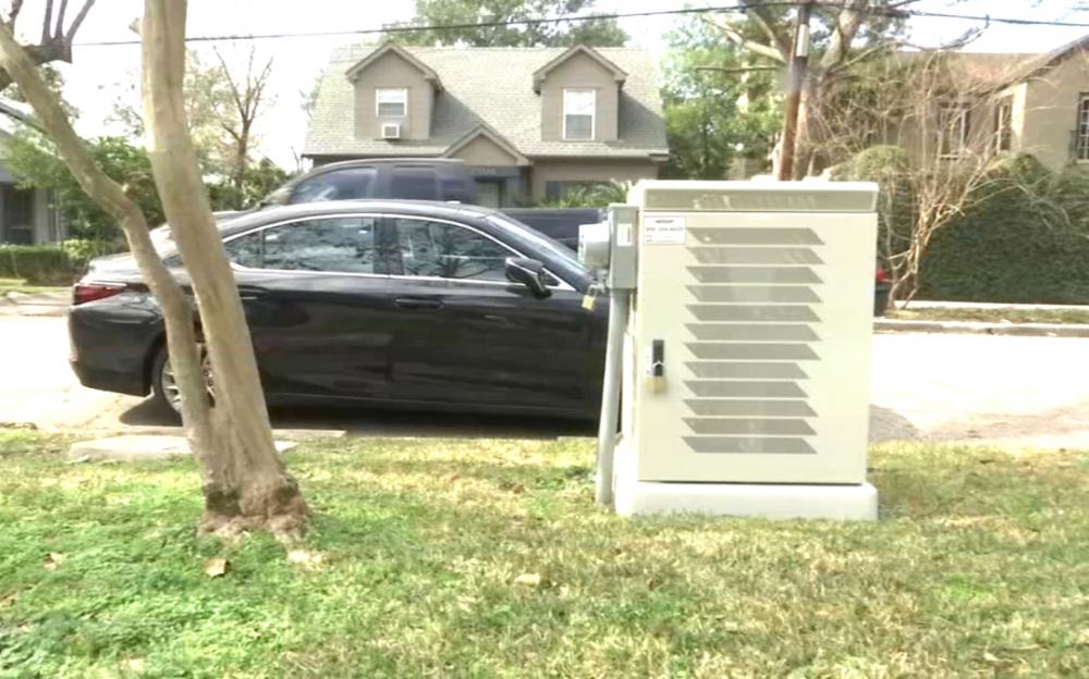 5G鐵箱放在休斯頓人家門口,景觀不雅房屋貶值讓屋主不滿