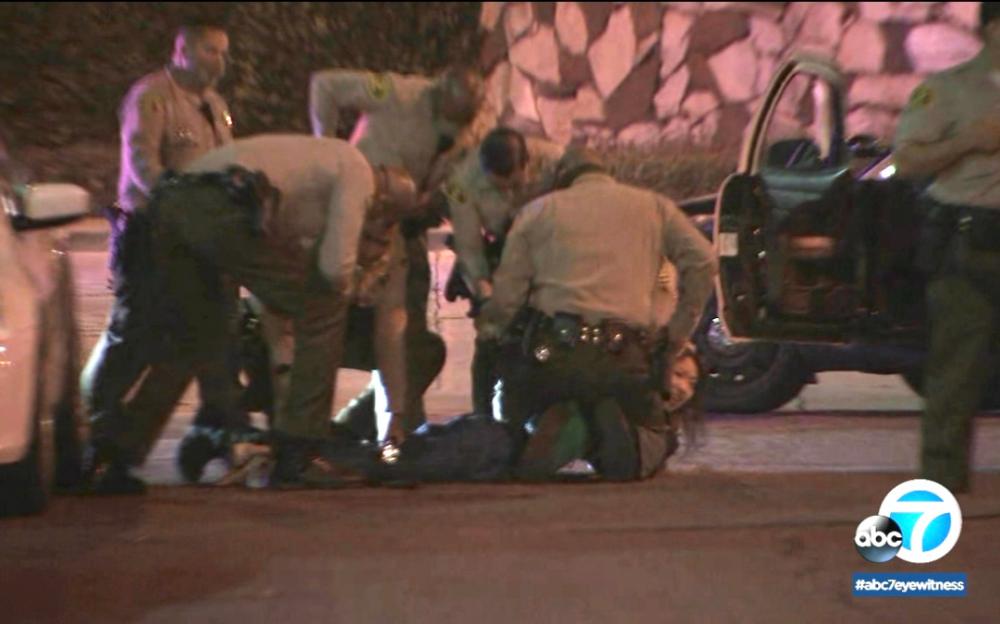 加州洛杉矶郡2名警官在康普頓市被枪击,生命垂危