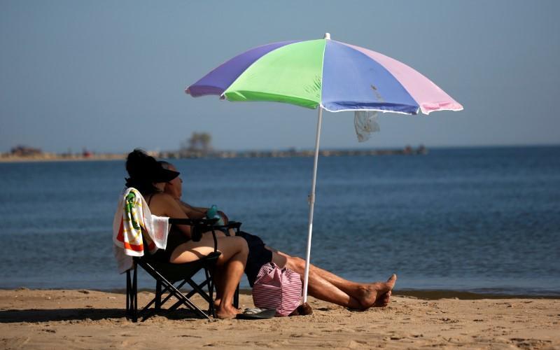 報告:在 70 多種流行的防曬產品中發現致癌化學物質