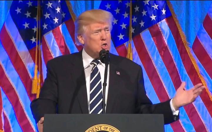 """特朗普周一在白宫会见国会议员,讨论推翻选举团人的""""拜登胜选"""""""