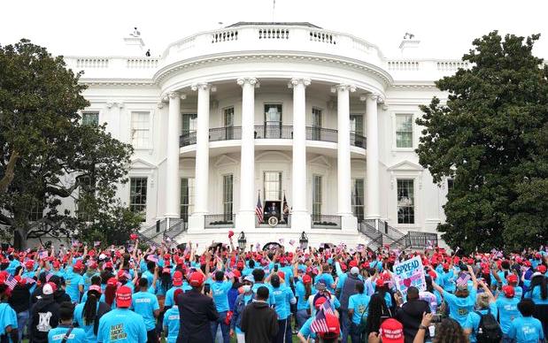 美国总统特朗普自诊断为冠状病毒感染以来首次在白宫举行公开活动