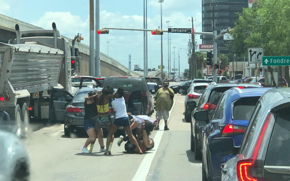 現場直擊:休士頓59號與百利交界發生打人事件