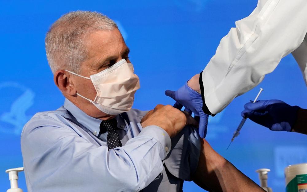 提振信心 传染病专家佛奇接种疫苗