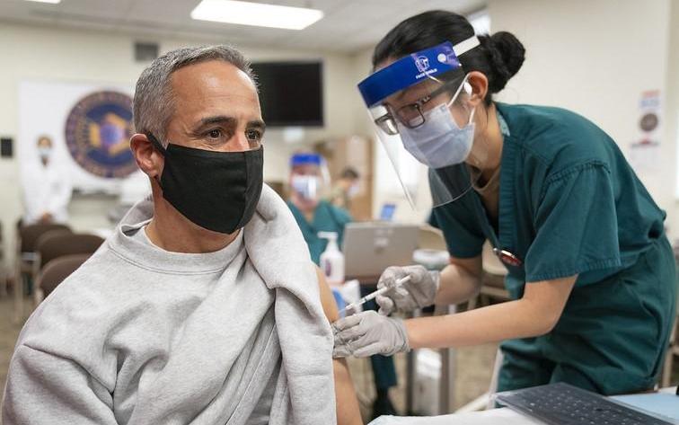 德州多数选民相信新冠疫苗有效,但仍有部分人拒绝接种