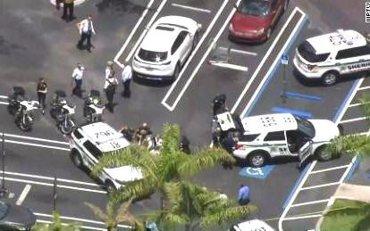 佛羅裏達州皇家棕榈灘酒巴發生槍擊事件    叁人死亡