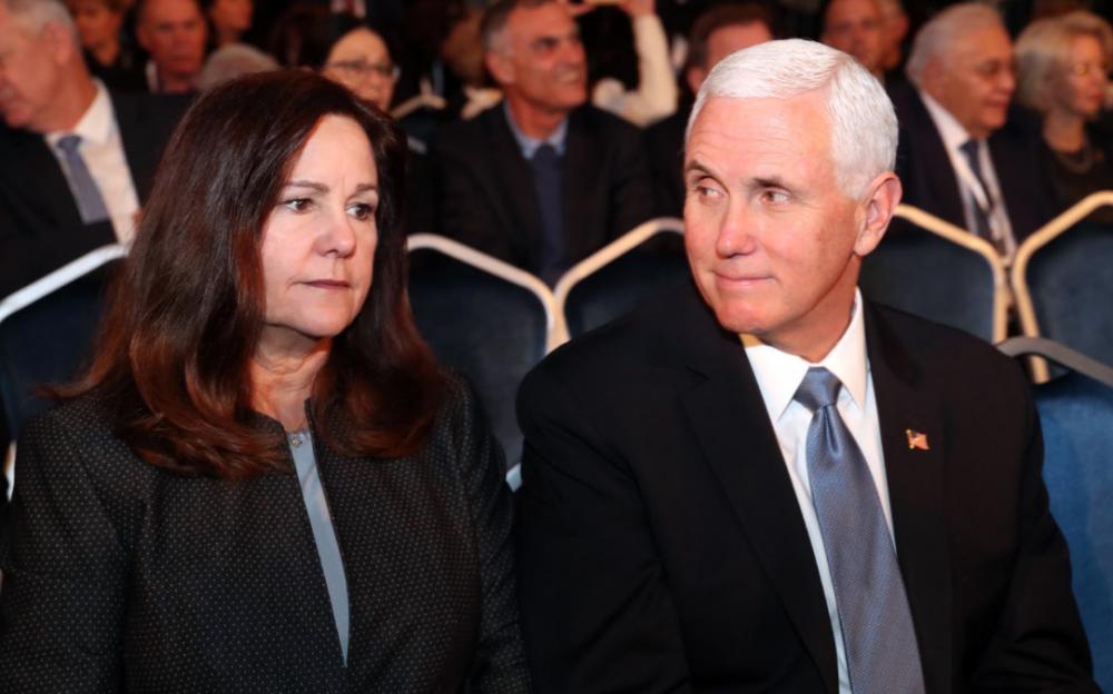 美國副總裁邁克·彭斯和妻子卡倫測試冠狀病毒呈陰性