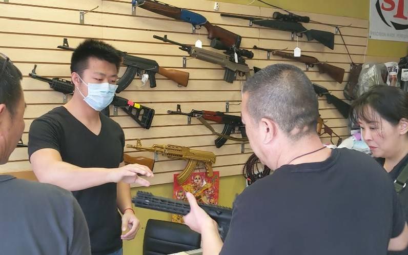 【视频】中国城枪店业者:惧暴乱,华人买枪潮涌现