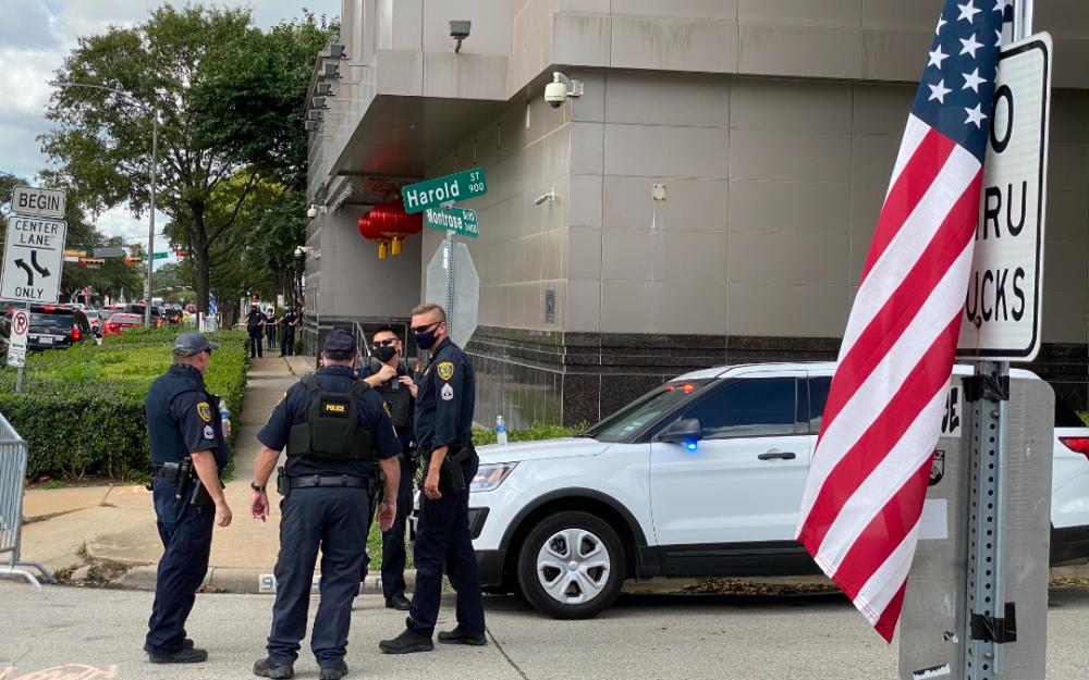 美國官員接管中國駐休斯敦總領事館