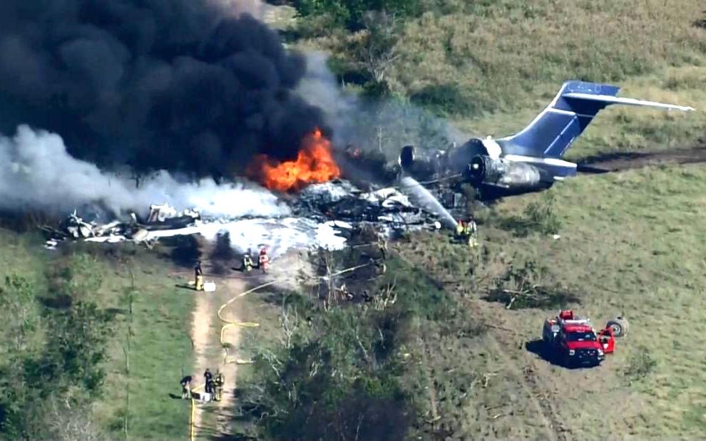休斯頓郊外一架飛機墜毀  20余人安全逃生